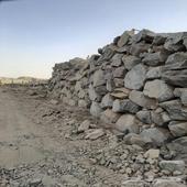 ارض للبيع حي الحرازات مساحة 2500م مبنى حجر كامل الارض