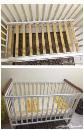 للبيع سرير اطفال مع المرتبه