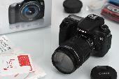 كاميرا كانون 70D مع عدسة زووم 18-135