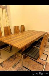 طاولة طعام 8 أشخاص - شبه جديدة