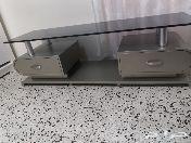 طاولة تلفزيون اللون برونزي