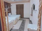 يوجدغرفه بحمام 550ريال و3غرف بسعر1000ريال