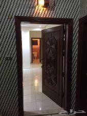 شقة فخمة للإيجار بحي الروضة 5 غرف و3 حمامات