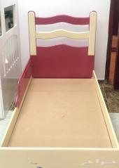 سرير نفر نظيف جدا وخشب ممتاز