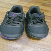 حذاء رياضي ع السوم. اكرمكم الله