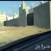 حوش للايجار مساحة 300 متر   بموقع مميز بمخطط الرياض