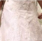 فستان زفاف من دومتريوس للبيع مع الطرحه والتاج