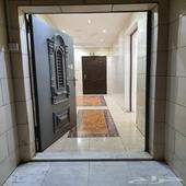 شقة كبيرة شبه دور للإيجار السنوي ببطحاء قريش