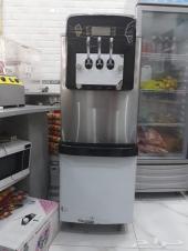 مكينة ايس كريم وثلاجة عرض فواكه