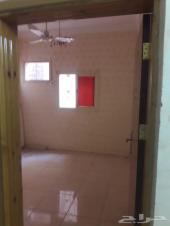 شقة عوايل ثلاث غرف و2 حمام ومطبخ كبير بشارع ا