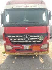 شاحنة مرسيدس مع تنكر المونيوم