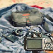 كاميرا كانون موديل 1100 مع حقيبةوعدسةوبطارية