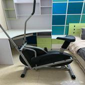 سرير و مكتبه و كومدينه و دراجه رياضيه للبيع