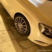 S500 لون ابيض مطفي وجلد ازرق غامق