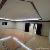 شقة مكونة 5غرف وصالتين في حي الصفا ب28الف