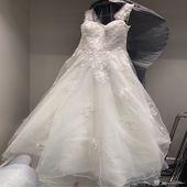 فستان زفاف مع كامل ملاحقاته