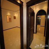 للبيع شقة روف مع سطح و شقه3غرف مستقلة الخدمات
