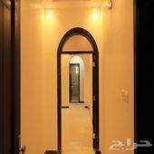 شقة للبيع اماميه مدخلين بتصميم وتشطيب فاخر