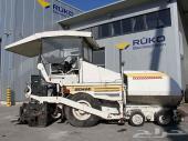 للبيع فرادة اسفلت ديماك على اطارات  Demag DF 115 P موديل 2002 بحالة جيدة
