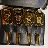مفاتيح كاديلاك كلاسيك جديدة مع المحفظة