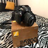 كاميرا نيكون 5200 مع جهاز ربط لاسلكي وعدسة