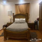 غرفة نوم خشب ماليزي بحالة ممتازة جدا .