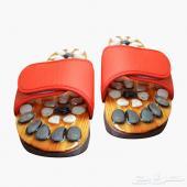 حذاء مزود بأحجار طبيعية للمساج أثناء السير