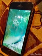 ايفون 5  مع اغراضه