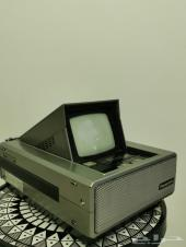 تلفزيون وراديو مميز الشكل وشغال