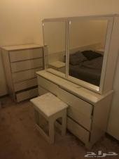 للبيع غرفة نوم وغرفة اطفال نظيفة جدا