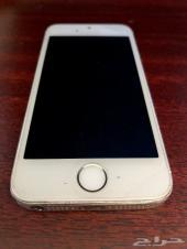 ايفون 5s للبيع مستعمل مع واقيان للشاشة