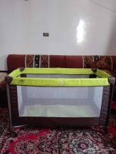 سرير اطفال مستعمل سهل الطى وسعره 100 ريال