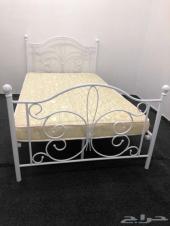 للبيع سرير نوم مع مرتبة طبيه حديده ولم تستخدم