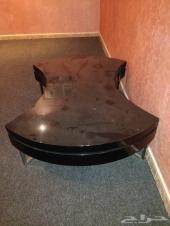 طاولة تلفزيون كبيرة للبيع ع السوم