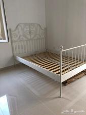 سرير من ايكيا مستعمل للبيع