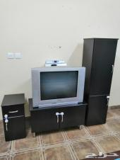 تلفزيون توشيبا للبيع وطاولة تلفزيون للبيع