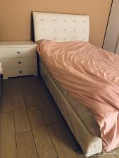 سرير مع مرتبه وكمدينه للبيع