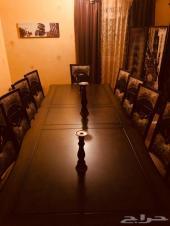 طاولة طعام ل12 شخص