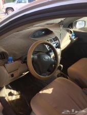 بيع سيارة ياريس موديل 2011