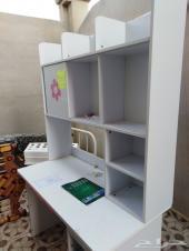 غرف نوم اطفال مع مكاتبها