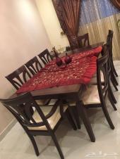 طاولة خشب ملكية للبيع - لون بني غامق