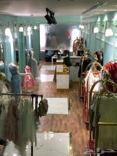 اغراض محل للبيع من ملابس ومكيف وكاشير وغيره