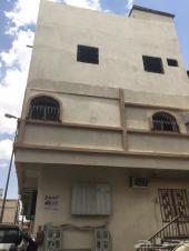 بيت ثلاثه ادوار وملحق للبيع