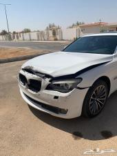 BMW 740i 2009 مصدومه للبيع