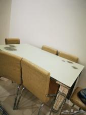 غرفة نوم و مجلسين و طاولة طعام شبة الجديد