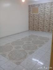 شقة واسعة مدخلين مجلس وصالة غرفتي نوم مستودع
