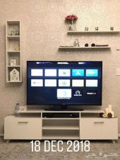 طاولة تلفزيون مميزة مع تسهيلات رائعة