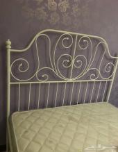 سرير ايكيا الابيض شبه جديد