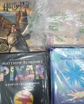 مجلات واشرطة فيديو للبيع