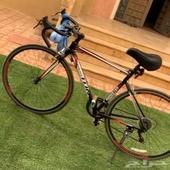 للبيع دراجة رياضية المنيوم النوع رود مقاس 27 استعمل خفيف جدا